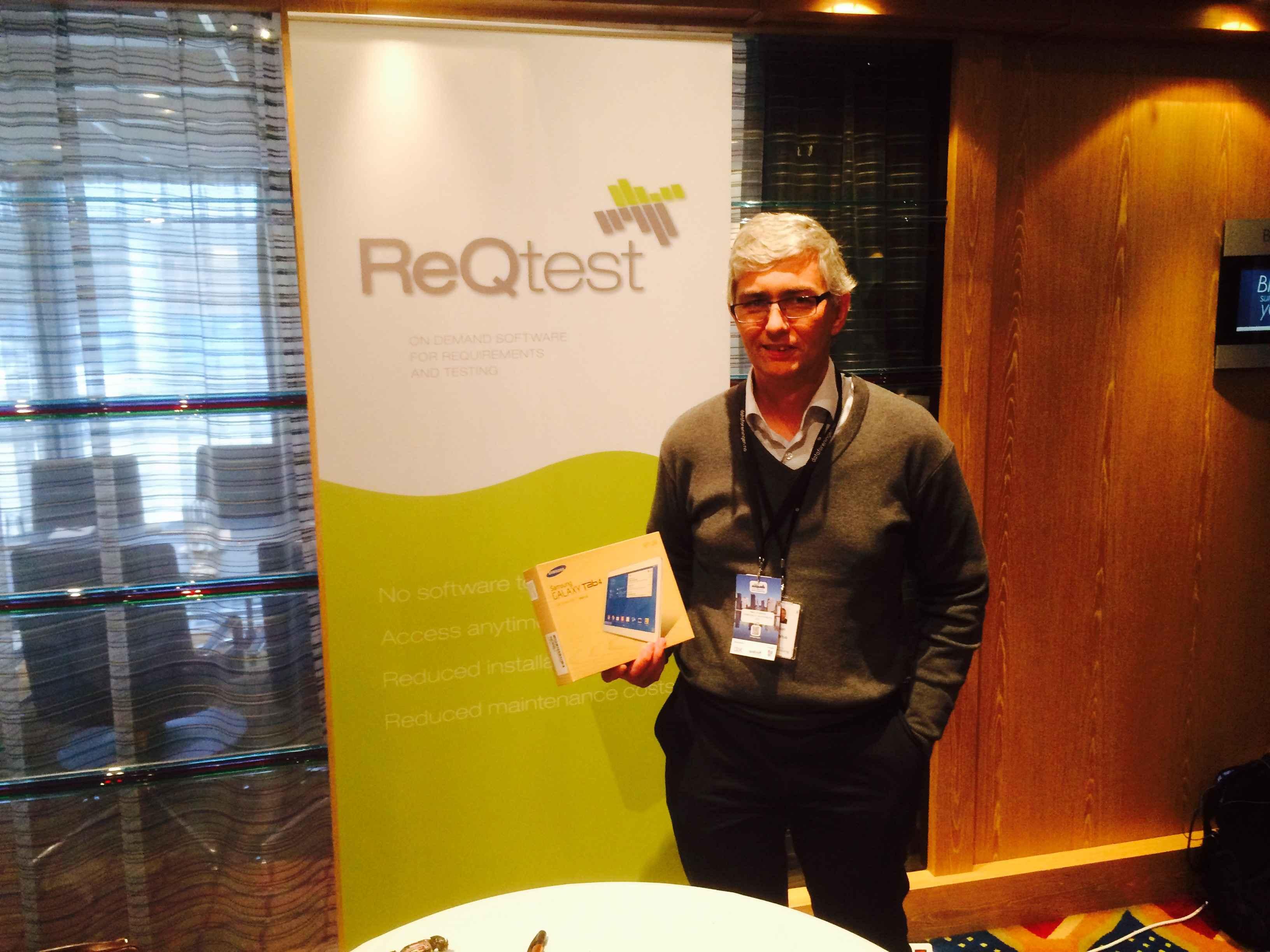 Lucky winner Håkon Engelshus with his prize.